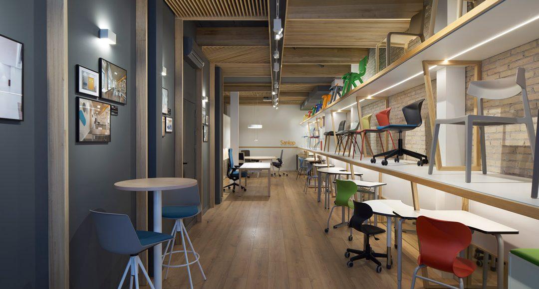 exposición tienda de muebles en valencia